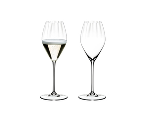 Two RIEDEL Performance Champagne Glasses side by side on white background. The glass on the left side is filled with champagne, the other one is empty.