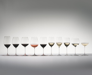 10 different filled red wine, white wine and sparkling wine glasses from the RIEDEL Veritas range lined up on grey background
