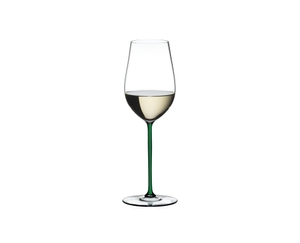RIEDEL Fatto A Mano Riesling/Zinfandel Green R.Q. filled with a drink on a white background