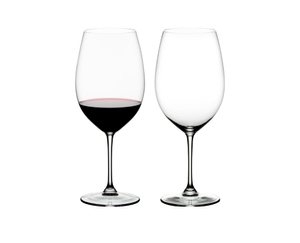Two RIEDEL Vinum Bordeaux Grand Cru glasses on white background. The one on the left side is filled with red wine, the other one is empty.