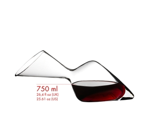 The RIEDEL Altitude Matters Decanter filled with red wine on a white background with product dimensions and a schematic drawing of a RIEDEL wine glass with height indication, to illustrate the size relationship.