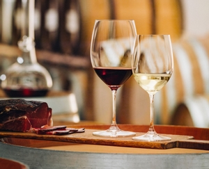 RIEDEL Vinum Restaurant Riesling Grand Cru/Zinfandel in use
