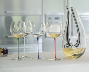 RIEDEL Fatto A Mano Oaked Chardonnay White in use