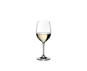A white wine filled Vinum Viognier glass, a filled Vinum Pinot Noir glass and a water filled O Wine Tumbler Whisky on a table
