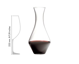 Cabernet Magnum Decanter filled with red wine besides a schematic drawing of a RIEDEL wine glass shows the size relation of the products