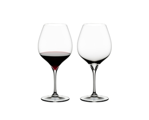 RIEDEL Grape@RIEDEL Pinot Noir/Nebbiolo filled with a drink on a white background