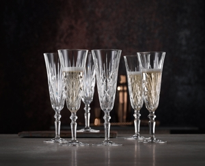 6 NACHTMANN Palais Taper Champagne Glasses stand on a table. 3 glasses are filled with Champagne, 3 are emtpy.
