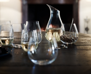 RIEDEL O Wine Tumbler Oaked Chardonnay in use