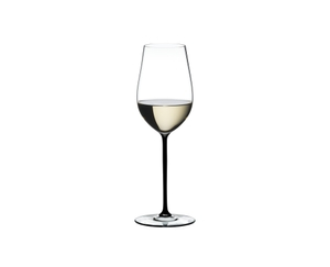 RIEDEL Fatto A Mano Riesling/Zinfandel Black R.Q. filled with a drink on a white background