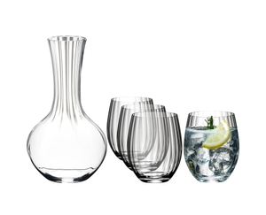 RIEDEL Tumbler Collection Cold Drinks Set gefüllt mit einem Getränk auf weißem Hintergrund
