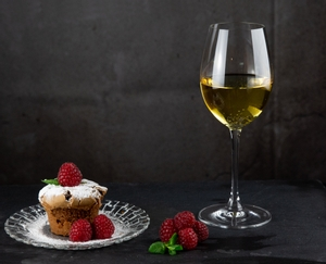 6 white wine filled RIEDEL Vinum Sauvignon Blanc/Dessertwine glasses stand slightly offset next to each other on white background