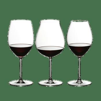 RIEDEL Veritas Red Wine Tasting Set rempli avec une boisson sur fond blanc