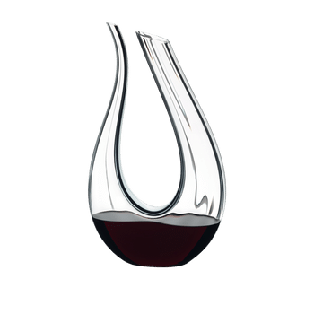 RIEDEL Decanter Amadeo Fatto A Mano filled with a drink on a white background