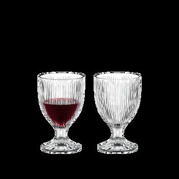 RIEDEL Tumbler Collection Fire Allzweckglas gefüllt mit einem Getränk auf weißem Hintergrund