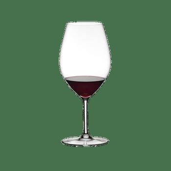 RIEDEL Ouverture Restaurant Doppelmagnum gefüllt mit einem Getränk auf weißem Hintergrund