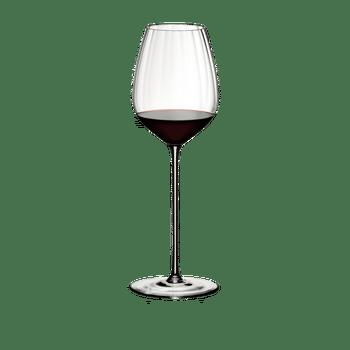 RIEDEL High Performance Cabernet Klar gefüllt mit einem Getränk auf weißem Hintergrund
