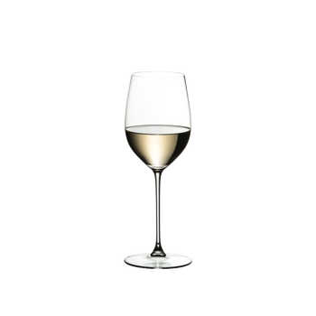 RIEDEL Veritas Restaurant Viognier/Chardonnay filled with a drink on a white background