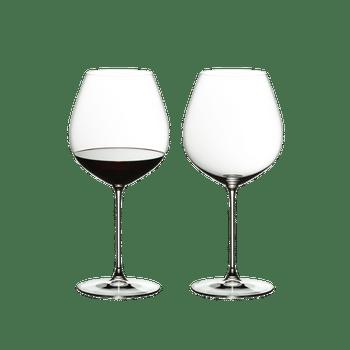 RIEDEL Veritas Old World Pinot Noir con bebida en un fondo blanco