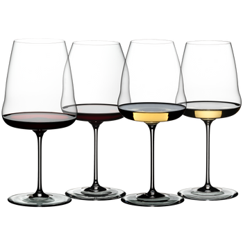 RIEDEL Winewings Tasting Set con bebida en un fondo blanco