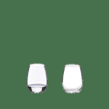 RIEDEL O Wine Tumbler Spirituosen gefüllt mit einem Getränk auf weißem Hintergrund
