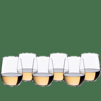 RIEDEL O Wine Tumbler Viognier/Chardonnay gefüllt mit einem Getränk auf weißem Hintergrund