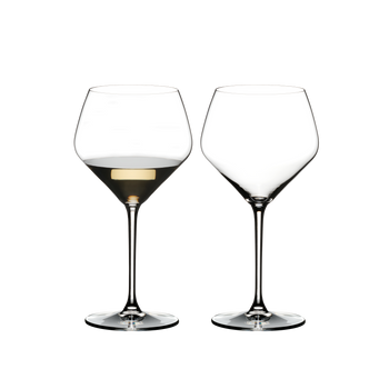 RIEDEL Extreme Oaked Chardonnay filled with a drink on a white background