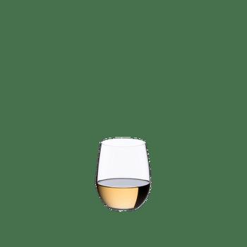 RIEDEL Restaurant O Viognier/Chardonnay gefüllt mit einem Getränk auf weißem Hintergrund