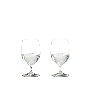 2 RIEDEL Vinum Water glasses filled with sparkling water