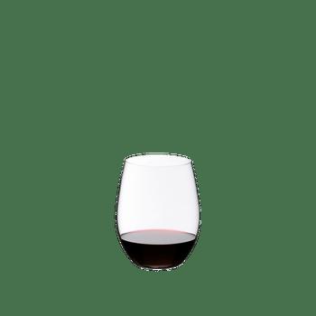 RIEDEL Restaurant O Cabernet/Merlot gefüllt mit einem Getränk auf weißem Hintergrund