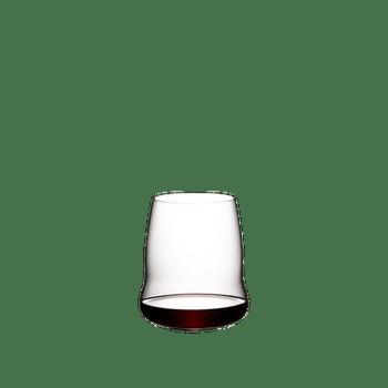 SL RIEDEL Stemless Wings Cabernet Sauvignon gefüllt mit einem Getränk auf weißem Hintergrund