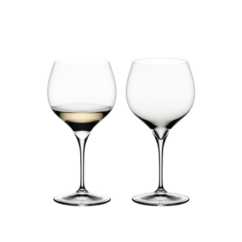 RIEDEL Grape@RIEDEL Oaked Chardonnay filled with a drink on a white background