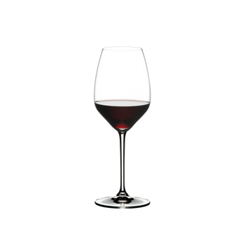 RIEDEL Extreme Restaurant Riesling/Sauvignon Blanc filled with a drink on a white background