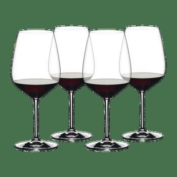 RIEDEL Red Wine Set rempli avec une boisson sur fond blanc