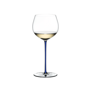 RIEDEL Fatto A Mano Oaked Chardonnay Dark Blue filled with a drink on a white background