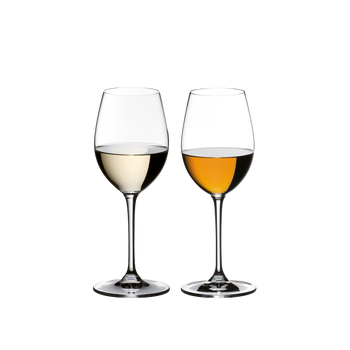 2 RIEDEL Vinum Sauvignon Blanc/Dessertwine glasses standing side by side. The glass on the left is filled with a Sauvignon Blanc, the other one is filled with a dessertwine.