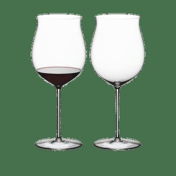RIEDEL Superleggero Burgundy Grand Cru filled with a drink on a white background