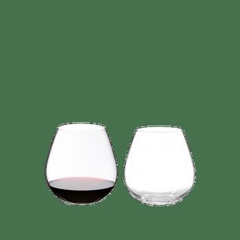 RIEDEL O Wine Tumbler Pinot/Nebbiolo gefüllt mit einem Getränk auf weißem Hintergrund