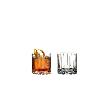 2 RIEDEL Drink Specific Glassware Rocks tumbler side by side. The glass on the left side is filled with an Old Fashioned, the other glass is empty.