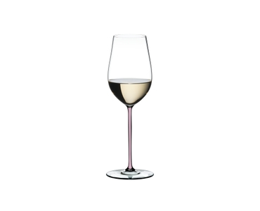 RIEDEL Fatto A Mano Riesling/Zinfandel Pink filled with a drink on a white background