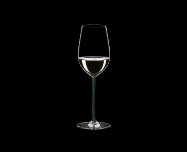 RIEDEL Fatto A Mano Riesling/Zinfandel Green R.Q. filled with a drink on a black background