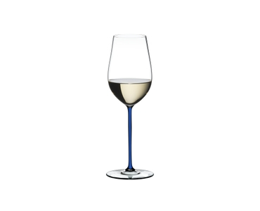 RIEDEL Fatto A Mano Riesling/Zinfandel Dark Blue filled with a drink on a white background