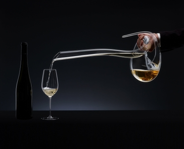 RIEDEL Decanter Eve R.Q. in use
