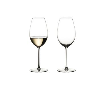 Two glasses RIEDEL Veritas Sauvignon Blanc on a white background. The glass on the left side is filled with white wine, the other one is unfilled.