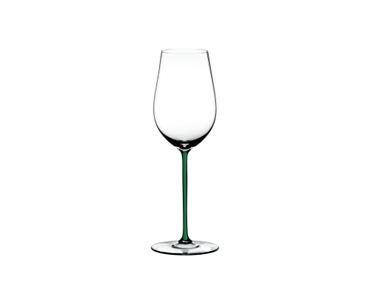 RIEDEL Fatto A Mano Riesling/Zinfandel Grün auf weißem Hintergrund