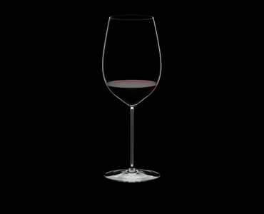 RIEDEL Superleggero Bordeaux Grand Cru filled with a drink on a black background