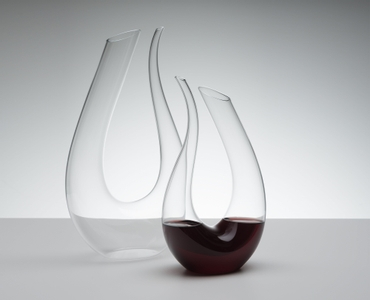 RIEDEL Decanter Amadeo Mini R.Q. in use