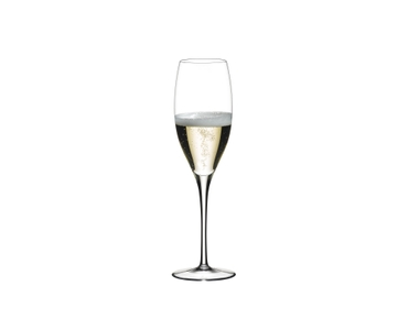 RIEDEL Sommeliers Restaurant Vintage Champagne rempli avec une boisson sur fond blanc