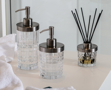 An unfilled NACHTMANN Square Spa Dispenser and an unfilled NACHTMANN Square Spa Diffuser with 8 aroma sticks side by side on white background