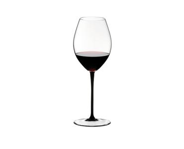 RIEDEL Sommeliers Black Tie Hermitage gefüllt mit einem Getränk auf weißem Hintergrund