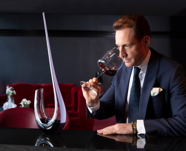 RIEDEL Decanter Winewings R.Q. in use